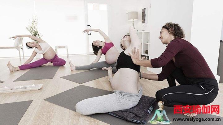孕妇瑜伽动作,放松身体,活动关节